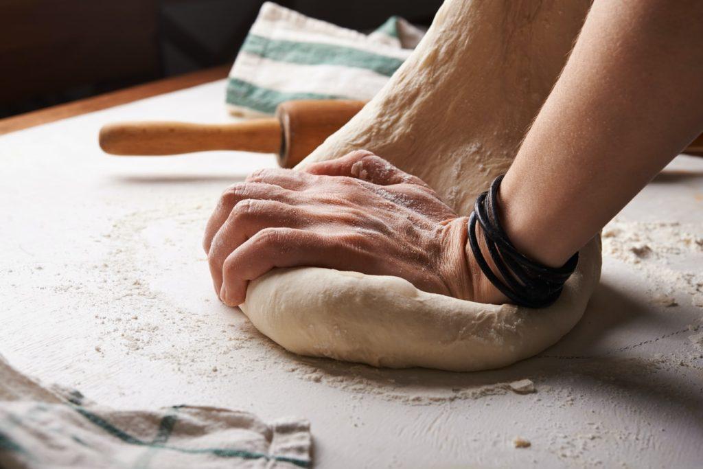 can cats eat dough?